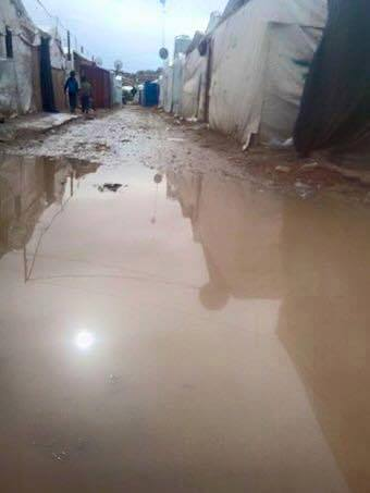 Water levels rise in Irsal, flooding the bases of the tents