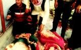 ذوو الضحايا في مجزرة جاسم هذا اليوم يبكون حول الجثامين