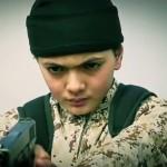 إعدام الطفولة: طفل داعشي يُعدم شاباً بتهمة العمالة لإسرائيل