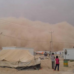 عاصفة رملية تتسبّب بحالات اختناق واسعة بين اللاجئين في الزعتري