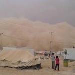 عاصفة رملية تتسبب بحالات اختناق في الزعتري