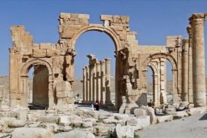 تنظيم داعش يُدمّر أقواس النصر الأثرية في مدينة تدمر