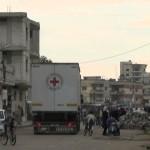 وصول شاحنات الصليب الأحمر إلى حي الوعر 16-12-2015