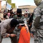 تنظيم داعش يقوم بإعدام شخص بطعنه في القلب