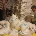 أول قافلة غذائية تدخل داريا منذ أربع سنوات