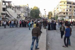 بدء خروج مقاتلين وذويهم من معضمية الشام إلى إدلب