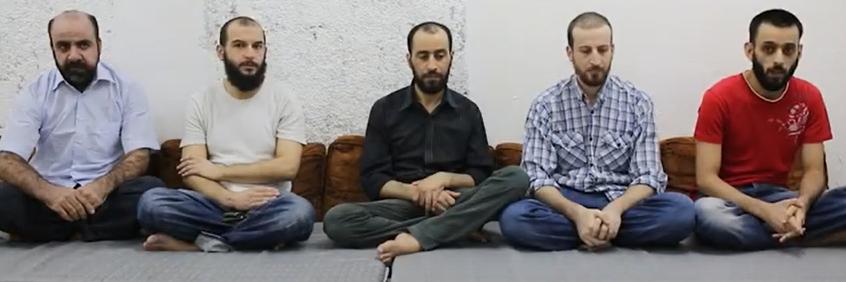أسرى حزب الله كما عرضهم فيديو نشرته جبهة فتح الشام قبل إطلاق سراحهم في صفقة التبادل