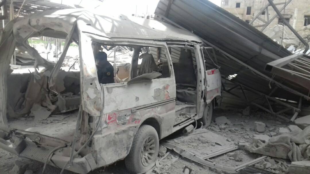 سيارة الإسعاف التي تم استهدفها في الغوطة، وأدّى الاستهداف إلى مقتل 3 مسعفين كانوا على متنها